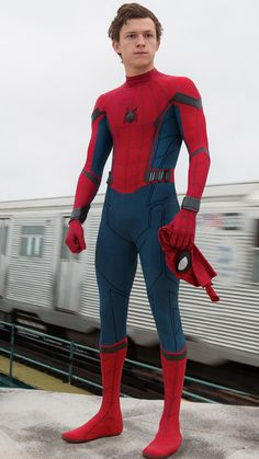 The best Peter Parker moments. The video stars Tom Holland as Peter Parker, Spider-Man. Marvel Characters, Marvel Movies, Iron Man, Marvel Universe, Tom Holland Peter Parker, Tommy Boy, Men's Toms, Spideypool, Looks Cool