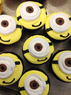 Minion cupcakes I decorated .