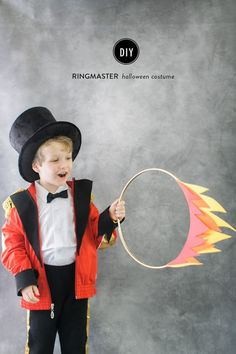 Via Fryd + Design Carnival is almost here and we want to give you some ideas to get that costume kids dream about. Today we get some inspiration from the magic world of circus, it's a classic that includes clowns, trapeze artists, beast tamers, dancers and many other characters. They are so easy to do that …