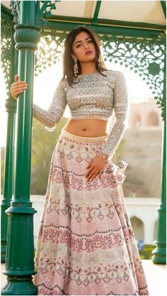 A hot photo of Rashmika Mandana in a hot navel that looks like her smooth face is very charming, Kannada Actress Rashmika Mandana Sexy Thig. Beautiful Girl Indian, Beautiful Girl Image, Most Beautiful Indian Actress, Beautiful Saree, Beautiful Women, Bollywood Actress Hot, Beautiful Bollywood Actress, Beautiful Actresses, Bollywood Actors