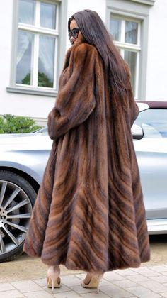 Nadire Atas on Luxury Fur Designer Coats Faux Fur Collar Coat, Fox Fur Coat, Fur Coats, Fur Fashion, Winter Fashion, Mode Russe, Fur Coat Outfit, Fabulous Furs, Fur Stole