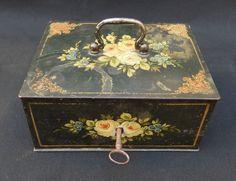 ancien petit coffre fort coffret cassette en métal peint époque napoléon III 19e