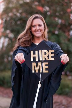 If your graduation portraits are getting a little stagnant, here are a few whimsical, entertaining poses to try out this season! Funny Senior Pictures, College Graduation Pictures, Senior Pictures Sports, Grad Pics, Grad Pictures, Graduation Portraits, Graduation Photography, Abi Motto, Under Armour