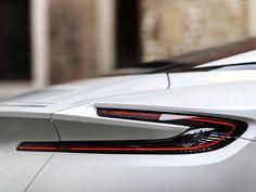Aston_Martin-DB11_V8-2018