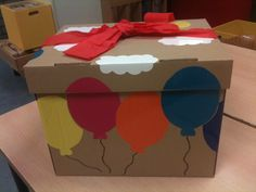 Puzzel van dozen. Hoe moet het deksel staan zodat de prentjes juist zijn. Surprise Box Gift, Busy Bags, Lets Celebrate, Games For Kids, Toy Chest, Projects To Try, Birthdays, Wraps, Gift Wrapping