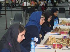 La selección femenina de Irán, en septiembre, durante la Olimpiada de Ajedrez en Bakú (Azerbaiyán)  ¡No es el velo, es la FIDE! La polémica por la obligación del hiyab en el Mundial de Teherán esconde la ineficacia federativa. Ninguno de los delegados que representaban a 189 países protestó el pasado 12 de septiembre en Bakú (Azerbaiyán) cuando la Asamblea General de la Federación Internacional de Ajedrez (FIDE) concedió el Mundial Femenino de 2017 a Teherán (Irán), la única sede candidata.