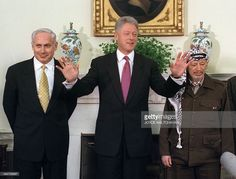 US President Bill Clinton (C) speaks to reporters as Palestinian leader Yasser Arafat (R) and Israeli Prime Minister Benjamin Netanyahu (L) look on during a press conference at the White House... Yasser Arafat, Benjamin Netanyahu, Us Presidents, Prime Minister, Conference, Hate, American Presidents