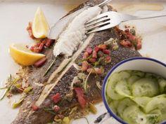 Frühlings Scholle mit Speck und Kapern ist ein Rezept mit frischen Zutaten aus der Kategorie Meerwasserfisch. Probieren Sie dieses und weitere Rezepte von EAT SMARTER!