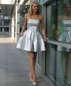 Le Labbra Fashion - Szyta na miarę rozkloszowana sukienka unikalna tkanina imitująca brokat ślicznie się mieni gorset na studniówkę wesele sylwester bal studniówka 2015 BOHOBOCO sukienka Magda Mielcarz Magnum wesele 2015 poprawiny dla druhny Zamówisz ją na www.lelabbrafashion.com