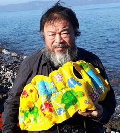 Ai Weiwei sur la une plage de Lesbos