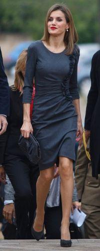 La última vez que vimos a Doña Letizia luciendo ésta vestido de Felipe Varela fué el 27 de noviembre de 2014 durante una conferencia.