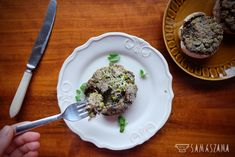 Portobello mushrooms are larger, fleshier and more aromatic than ordinary small mushrooms. They are thus directly created for stuffing. So make your favourite meat, groats or rice stuffing or use the idea of stuffing with tuna.