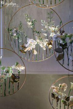 Flowers diy vase new ideas Decoration Evenementielle, Decoration Vitrine, Deco Floral, Flower Backdrop, Wedding Pinterest, Diy Art, Art Crafts, Flower Crafts, Paper Flowers