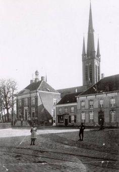 Breda - De Haagsemarkt te Princenhage met het raadhuis en de kerk, rond 1905-1915. Op de voorgrond de tramrails van de stoomtramlijn naar Etten.
