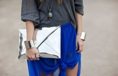 La Petite Fashionista: Try This Trend: Knotted Maxi Skirts Street Style Edgy, Street Style Looks, Love Fashion, Fashion Beauty, Womens Fashion, Cheap Fashion, Style Fashion, Fashion Ideas, Estilo Street