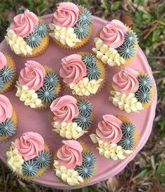 I love free reign on cakes and cupcakes and usually when I do my best work! Vanilla sponge cupcakes with edible cookie dough centers and a… Karlees Cupcakes - Milk and Water Baking co. Image may contain: food Edible Cookies, Edible Cookie Dough, Cupcake Recipes, Cupcake Cakes, Food Cakes, Cupcake Piping, Cupcake Art, Wilton Cakes, Fondant Cakes