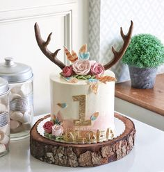 Chocolate and strawberry cake - HQ Recipes 1st Birthday Party For Girls, First Birthday Themes, Baby Birthday, Geek Birthday, Birthday Ideas, Birthday Fashion, Baby Girl Cakes, Smash Cake Girl, Deer Cakes