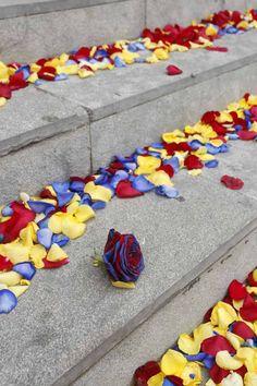 Pètals de roses a l'entrada del memorial dedicat a Tito Vilanova