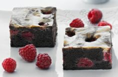 A tasty black & white raspberry slice recipe perfect for sharing or keeping all to yourself! Black Raspberry Recipes, White Raspberry, Baking Recipes, Dessert Recipes, Raspberry Brownies, Cream Cheese Recipes, White Chocolate Chips, Slice Recipe, Desert Recipes