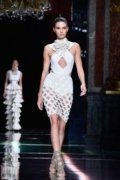 Kendall Jenner Photos - Balmain : Runway - Paris Fashion Week Womenswear Spring/Summer 2016 - Zimbio