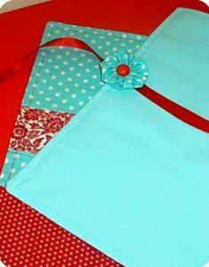 Coral Aqua, Red And Teal, Aqua Color, Green And Grey, Good Color Combinations, Color Combos, Red Cottage, Aqua Marine, Shades Of Red