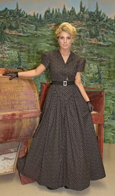 Prairie/Pioneer dress from recollections. Lovely. If I bought it I might be able turn it in to a pattern.