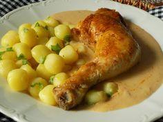 Dušená kuřecí stehna s cibulovou omáčkou Sausage, Potatoes, Food And Drink, Chicken, Vegetables, Red Peppers, Food And Drinks, Sausages, Potato
