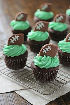 Football Cupcakes - Cook Nourish Bliss Football Cupcakes - Cook Nourish Bliss Football Cupcakes<br> Recipe for football cupcakes – perfect for game day! Chocolate cupcakes topped with frosting and finished off with football-shaped chocolate sugar cookies. Football Treats, Football Cupcakes, Football Food, Football Recipes, Super Bowl Party, Mini Cookies, Cupcake Cookies, Heart Cupcakes, Cupcake Art