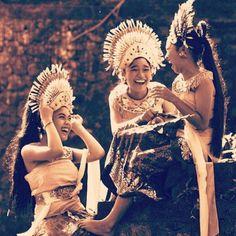 In keeping with todays Tumpek Landep ceremonies.  #mydestinationbali #travel #inspiration #wanderlust #explore #culture #hindu #tradition #girls #ceremony #dance #spiritual #happy #love #religion #paradise #island #balinese #islandlife #balivibes #thisisbali #explorebali #balilove #lovebali #baligasm #balitrip #baliholiday #ubud #bali #indonesia