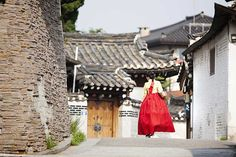 Discover the top 10 most popular attractions in Korea for 2018 according to the Korea Tourism Organization. Korea Tourism, Most Popular, Seoul, Attraction, Places To Go, Tours, Travel Tips, Highlights, Asia