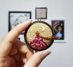 Cute Embroidery, Embroidery Jewelry, Beaded Embroidery, Embroidery Stitches, Embroidery Patterns, Beaded Brooch, Pendant Design, Handmade Accessories, Cross Stitch Designs