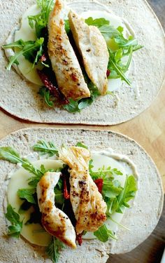 The sandwich gets face lift with the help of Hidden Valley Ranch Spread! This Garlic Parmesan Chicken Wrap will be the highlight of your day, it& that good! Healthy Cooking, Healthy Eating, Healthy Recipes, Bbq Chicken Wraps, Soup And Sandwich, Sandwich Cake, Boite A Lunch, Garlic Parmesan Chicken, Healthy Chicken Dinner