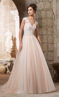 Elegante trouwjurk met top van kant en rok van chiffon