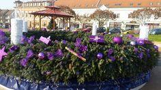 Első helyezett: Aszód város adventi koszorúja http://kozelestavol.cafeblog.hu/2016/12/17/megvan-hazank-legnepszerubb-kulteri-adventi-dekoracioja/