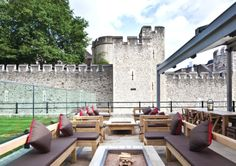 The Perkin Reveller Restaurant -nontouristy British food at Tower of London