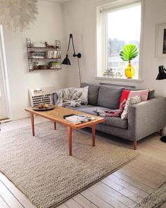 KOM OCH KÖP! En soffa med ullklädsel och teakben från Prettypegs. Vi har varit supernöjda men behöver en större variant. Bredd: 210 djup 90 höjd 70 Pris 900:- finns i Helsingborg by aprillaprilljohanna