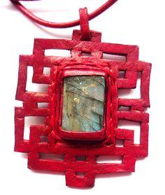 Collar en cuero calado a mano rojo con piedra labradorita  leather collars stone Semi Precious Gemstones