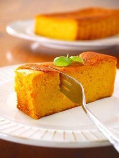 旬のかぼちゃをチーズケーキにすると絶品すぎる秋スイーツになります。材料を混ぜて焼くだけなので面倒な工程は一切ありません。生の固いかぼちゃと格闘する必要なしの手間なし楽ちん下ごしらえ方法も合わせてご紹介します。濃厚かぼちゃチーズケーキで秋を楽しみましょう。 Digestive Biscuits, Sponge Cake, Graham Crackers, Cornbread, Bakery, Cheesecake, Food And Drink, Sweets, Dishes