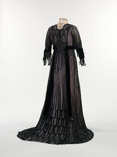 1910, French, silk and metal