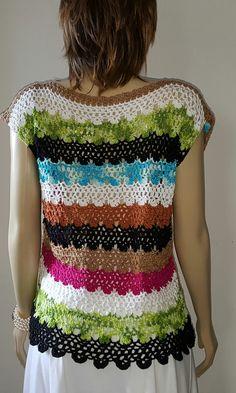 Blusa em crochè crafty crocheted dresses and other clothi Crochet Skirts, Crochet Clothes, Crochet Granny, Knit Crochet, Mode Crochet, Summer Patterns, Crochet Cardigan, Beautiful Crochet, Clothing Items