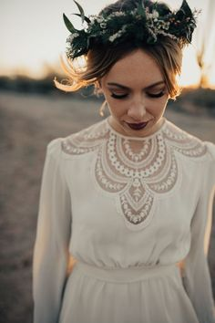 Lace wedding dress detail // The detailed neckline on this wedding dress is so lovely | Image by Teresa Jack Photography