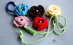 Flores de crochê para se uar da forma que gostar, serve para prender cortina, prender cabelo , enfeitar potes, vasos etc  Vendo de 5 peças no minimo...