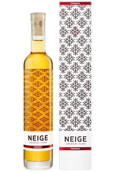 Neige Première is the very first Ice Cider (also known as apple ice wine) to be commercialized in Québec and throughout the world. Apple Juice, Apple Cider, Sweet Wine, Bars And Clubs, Bar Drinks, Christmas Love, Bottle Design, Whiskey Bottle, Wines