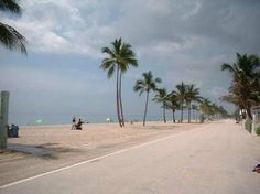 The Hollywood Beach Broadwalk was rated the best boardwalk in the US! Hollywood Beach Hotels, Hollywood Beach Florida, Places In Florida, Visit Florida, Florida Travel, Florida Beaches, South Florida, Hollywood Beach Broadwalk