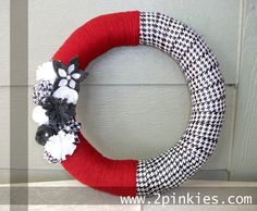 I could make this for football season! Fabric, yarn, and felt flowers.