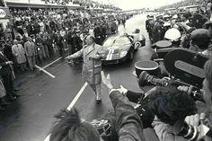 Bruce McLaren & Chris Amon (Ford GT40 Mk2) vainqueurs des 24 heures du Mans 1966 - UK Racing History.