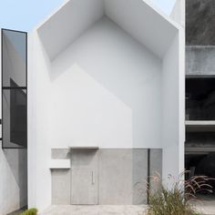 MO House / DFORM Completed in 2016 in Tangerang Selatan, Indonesia. Images by Mande Austriono Kanigoro. ALTERING A LIFESTYLE MO House first focus on a challenge: to make an affordable house for a newlywed couple that is going to grow a family in a. Architecture Renovation, Architecture Résidentielle, Minimalist Architecture, Contemporary Architecture, Minimalist House Design, Tiny House Design, Minimalist Home, Minimalist Lifestyle, Minimalist Interior