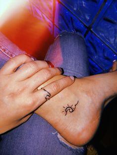Beste Tattoo Cute Little Tatoo 30 Ideen - Tattoo Idee - Tattoo - Small tattoos Cute Tats, Cute Tiny Tattoos, Mini Tattoos, Beautiful Tattoos, Body Art Tattoos, Tatoos, Wave Tattoos, Hot Tattoos, Cute Henna Tattoos