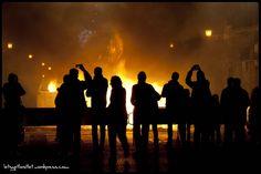 Burning, fire, ardiendo, fuego, people, personas, light, luces, night, noche https://letsgetlostlet.wordpress.com/2015/06/09/burning-2/