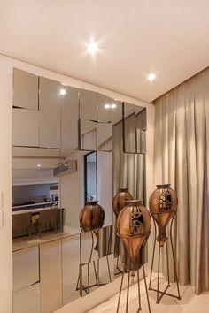 projeto |FT| : Salas de estar modernas por Camila Bruzamolin - arquitetura Cladding, Camila, Room Decor, Kitchen, Furniture, Decoration, Wall Hanging Decor, Paneling Ideas, Arquitetura